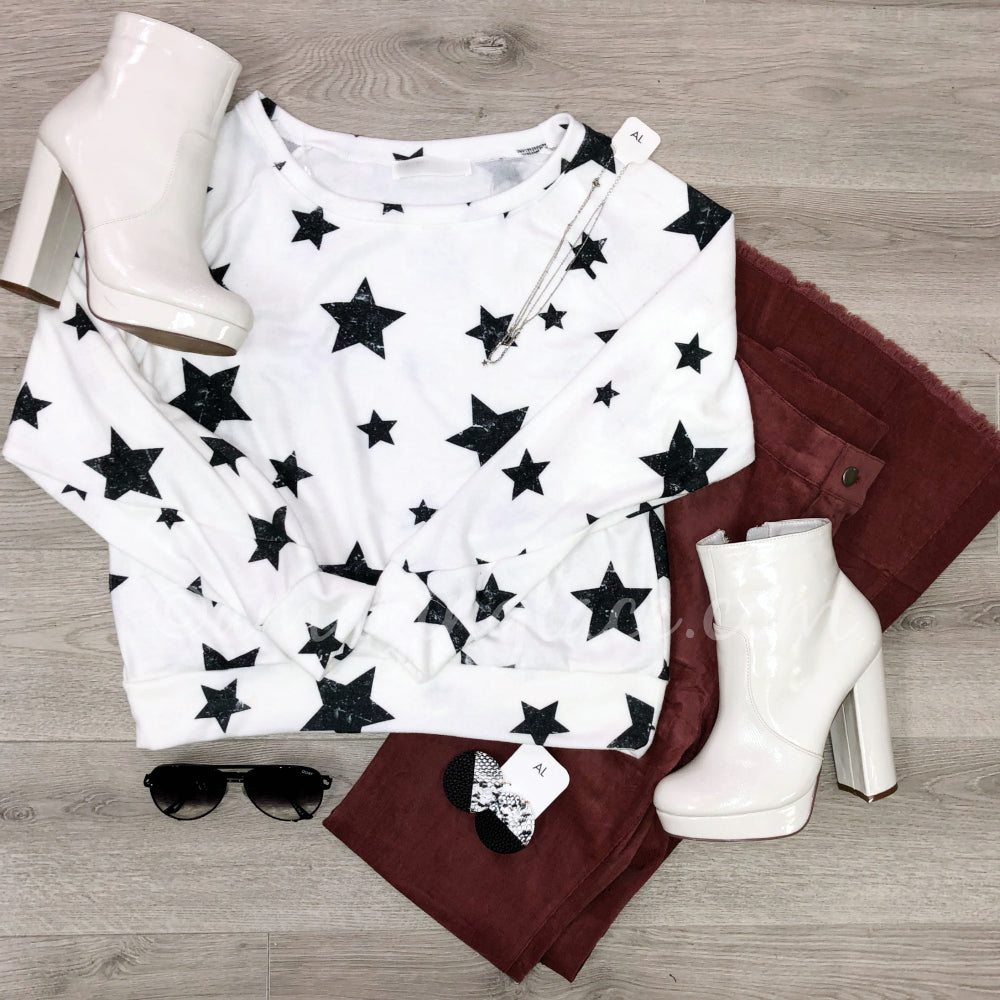 WHITE STAR SWEATER AND ROSE CORDUROYS OUTFIT