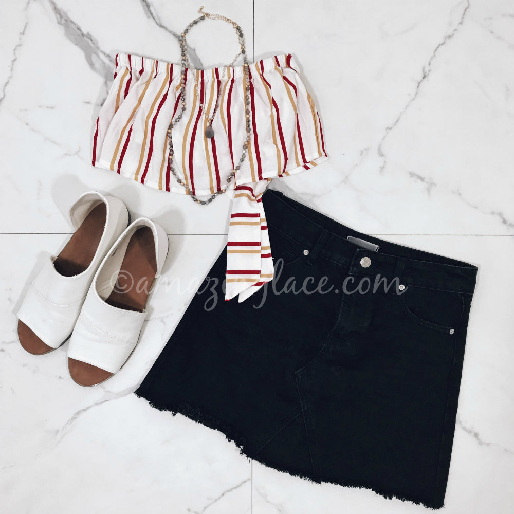 STRIPED CROP TOP AND BLACK DENIM SKIRT OUTFIT