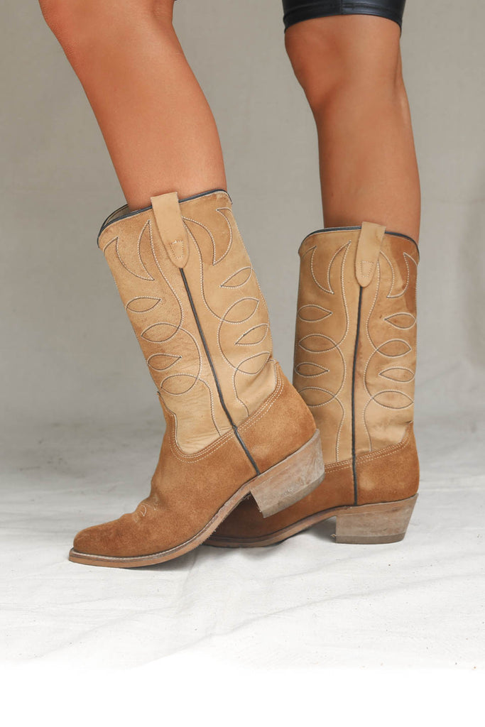 b2bd2337aa6 VINTAGE Brown Suede Western Boot - Amazing Lace