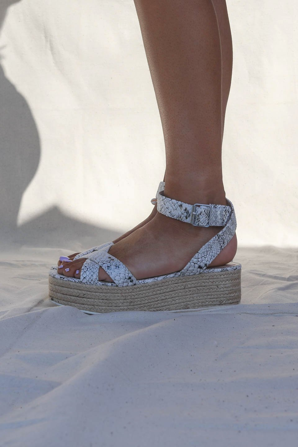 CHINESE LAUNDRY Zala Wedge Sandal