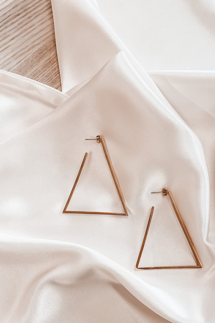 SAHIRA 18k Gold Triangle Hoop Earrings