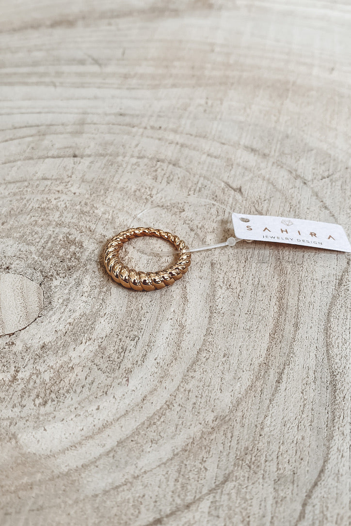 SAHIRA 18k Gold Eli Twist Ring