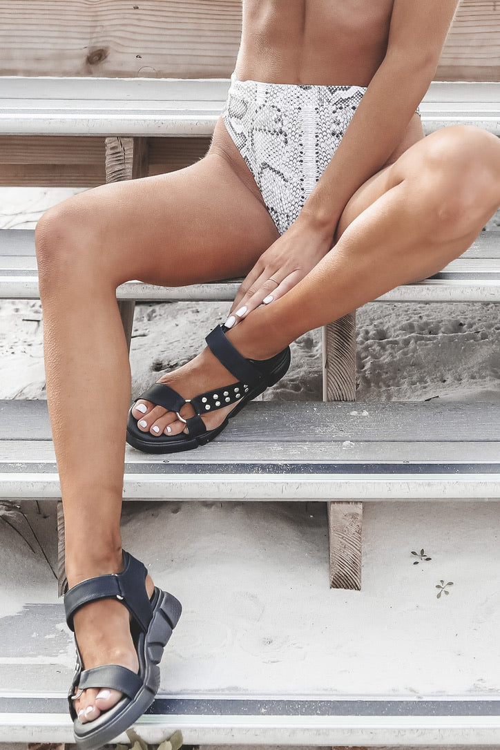 DIRTY LAUNDRY Align Distressed Sandal