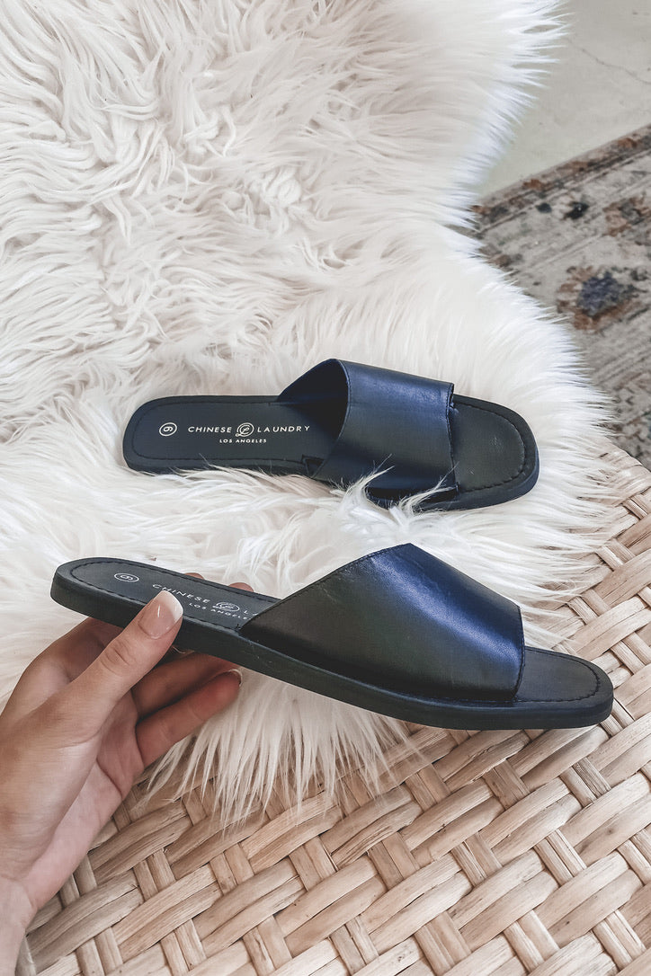 CHINESE LAUNDRY Moonshine Leather Slide Sandals
