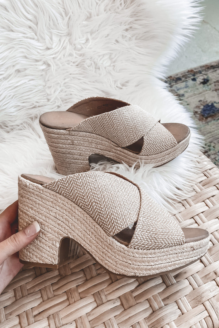 CHINESE LAUNDRY Quay Woven Natural Sandal