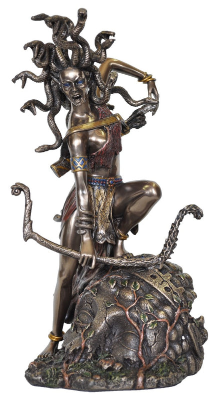 Greek Goddess Medusa in cast resin coated with Bronze in a special process.  Fantastic details in these replicas of famous statues.  Weight  1.5 Kg,  27cm(H) x 15cm(W) x 15cm(D)