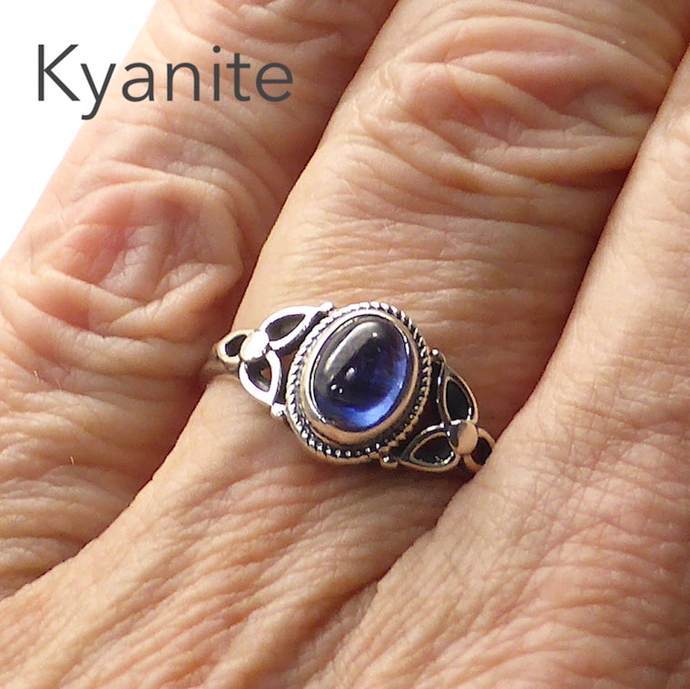 Blue Kyanite Ring, Celtic Flower, 925 silver gc