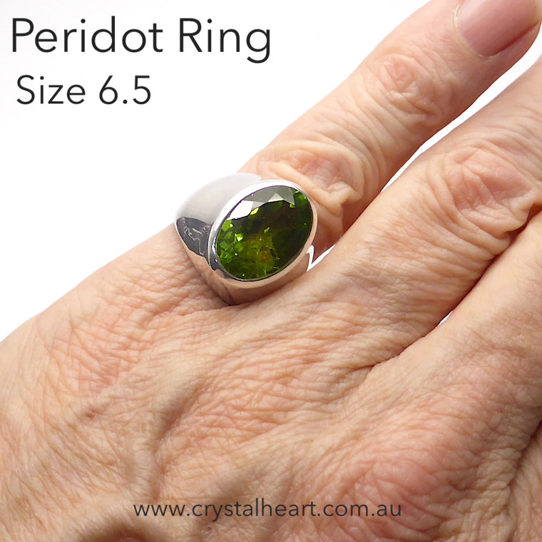 Peridot Ring, Faceted Oval | 925 Silver dK