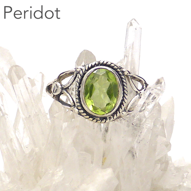 Peridot Ring, Faceted Oval, Celtic Flower, 925 Silver