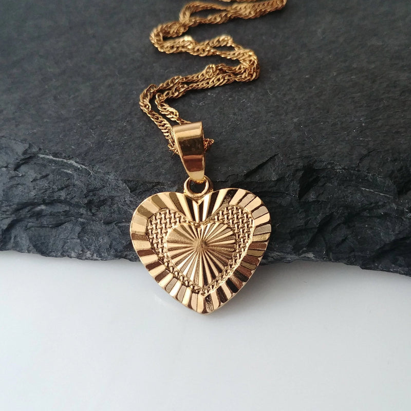 Love Heart Medallion Pendant - Iṣura