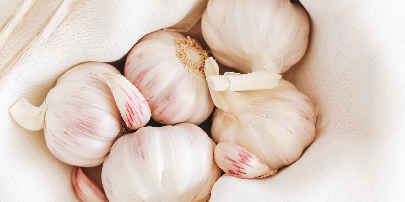 bare-biology-omega-3-a-pile-of-fresh-garlic