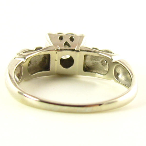 Engagement Ring: Diamond Ring in White Gold