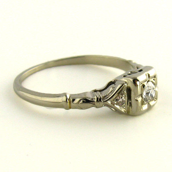 Art Deco Ring in White Gold Side