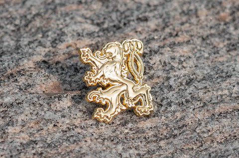 "Waldo Lapel Pin (7/8"", Gold Plated)"