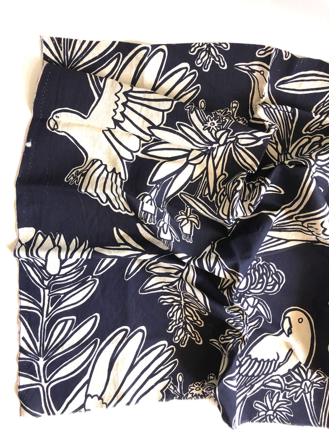 Fabric length - Fauna print in dark navy, 70% linen, 30% rayon