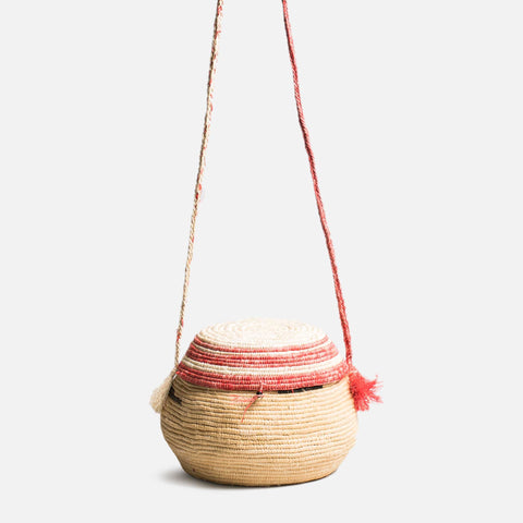 Sturdy and sustainable handmade woven basket bag with lid and shoulder strap (Front view)