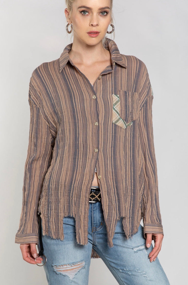 DISTRESSED STRIPED BUTTON DOWN
