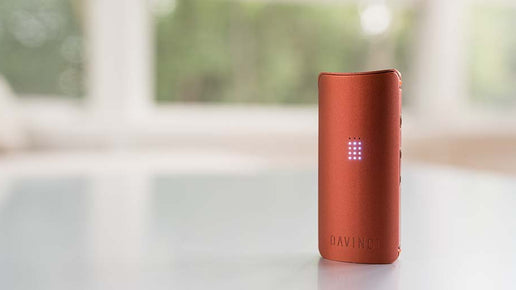 DaVinci MIQRO vaporizer with lights on