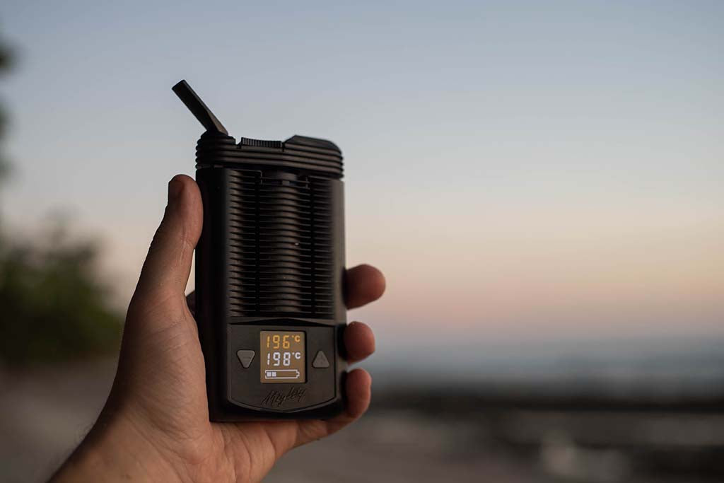 storz and bickel mighty vaporizer in hand