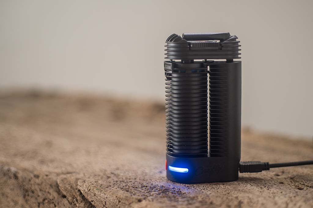 Crafty Quickstart Guide - Charging the Crafty vaporizer