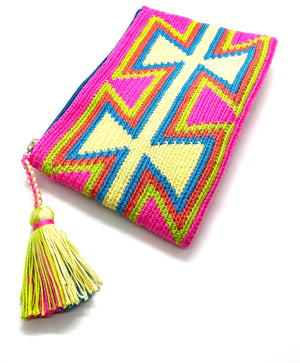 Fluo fuchsia body clutch, with inverted open yellow triangles and a tassel