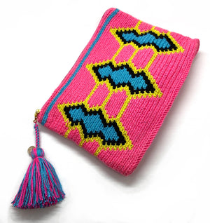Fluo body clutch, blue, black, and fluo yellow standing diamond and tassel.