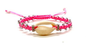 Cute natural shell bracelet with fluo pink cord an gold resin beads.