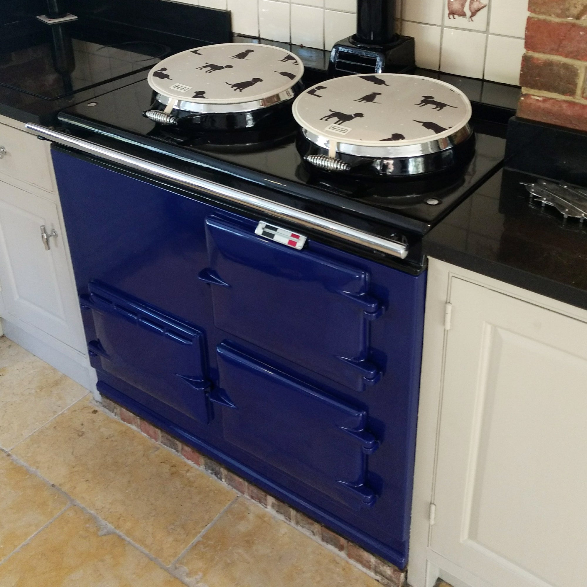 Blue Aga range cooker re-enamelled in... blue!