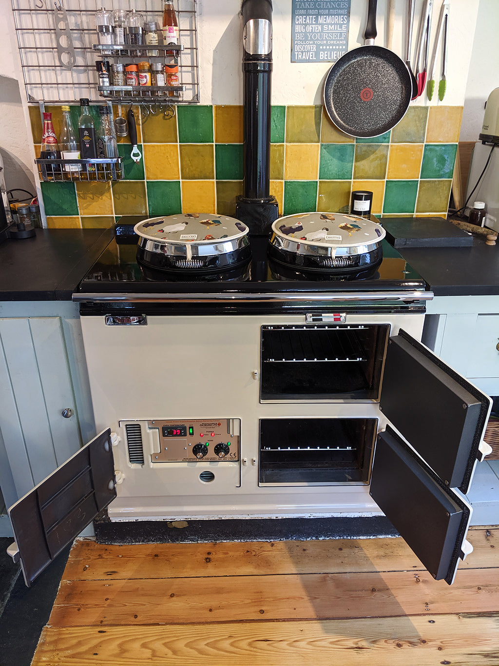 A Beautiful Home, Kitchen & Cooker - We Felt Very Welcome - An Ivory Re-enamel & Conversion
