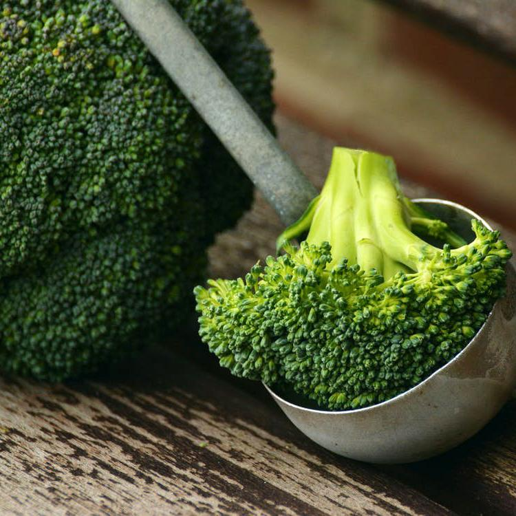 Zesty, nutty broccoli &/or Sprouts (V)