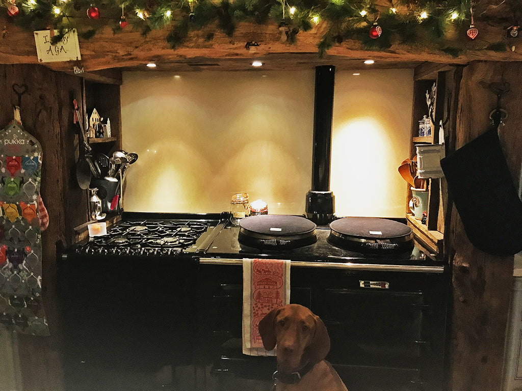 Totally Practical - Perfect For A Busy Festive Kitchen - All Black Textiles