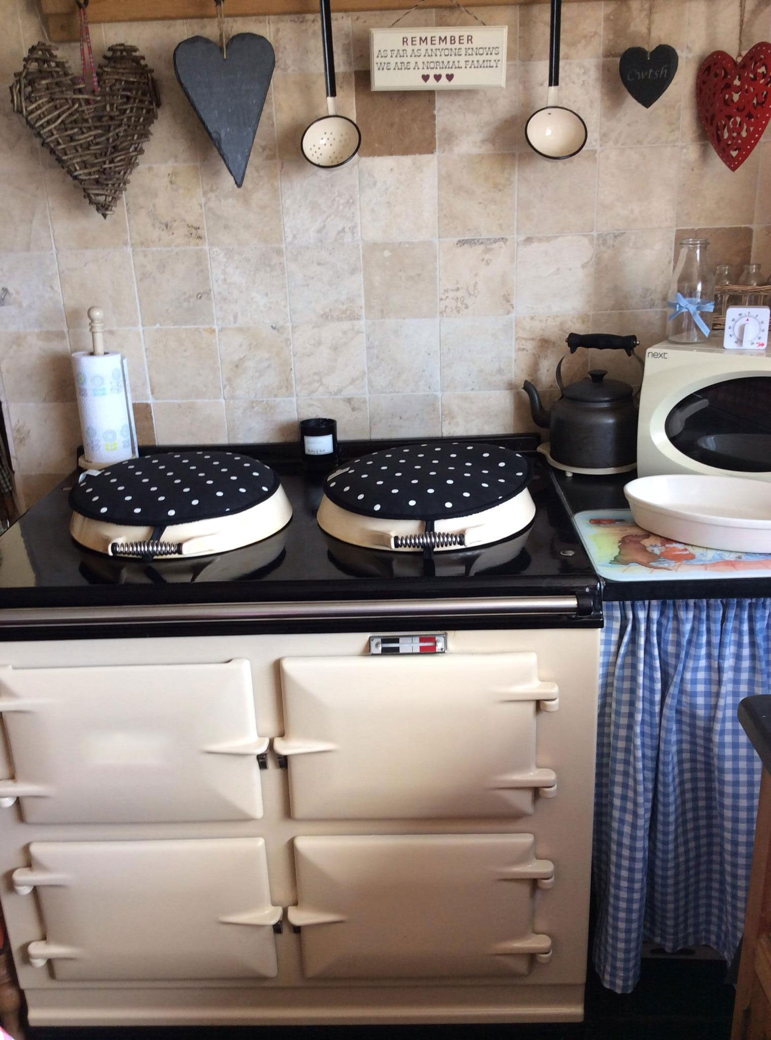 2 oven in cream with 'Dotty' hob covers by Blake & Bull