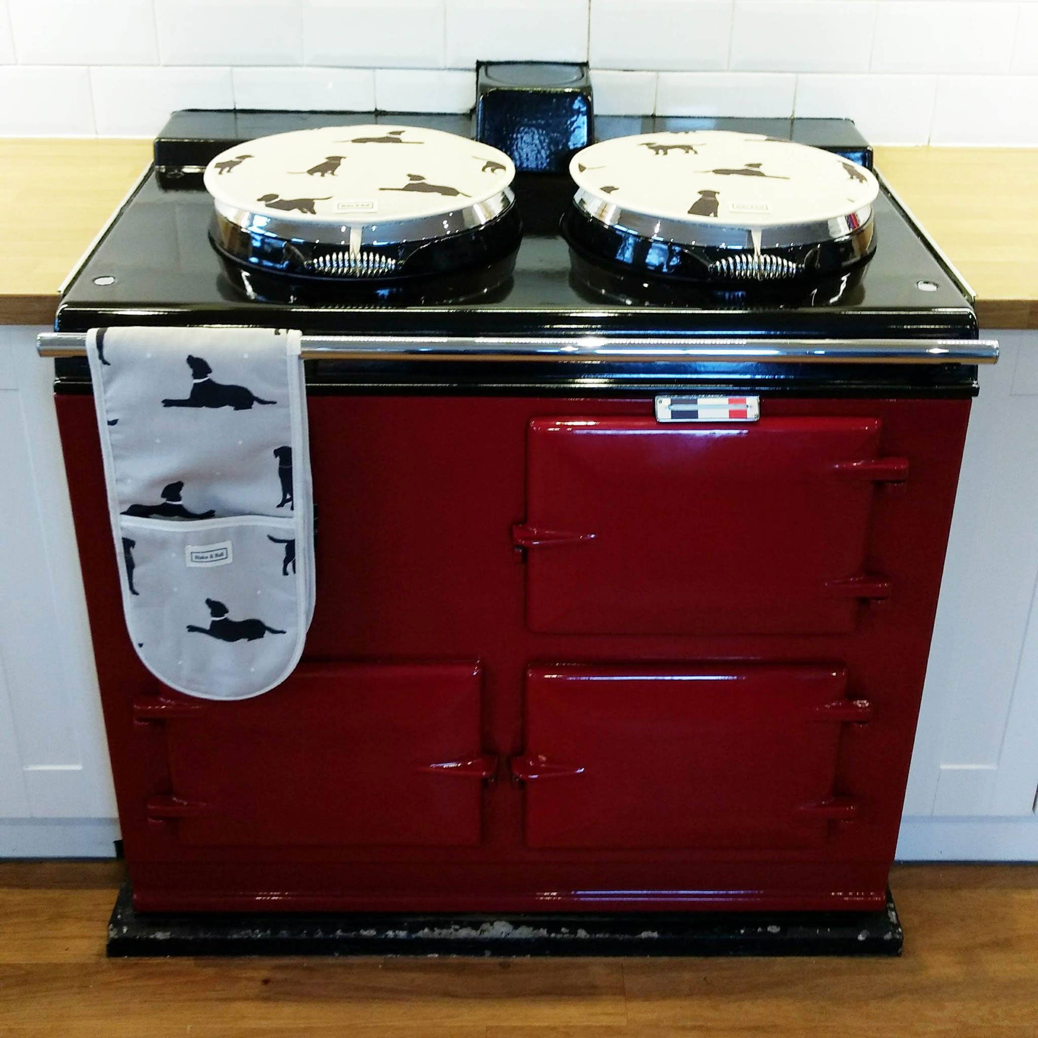 Claret Aga range cooker with dog chefs pads