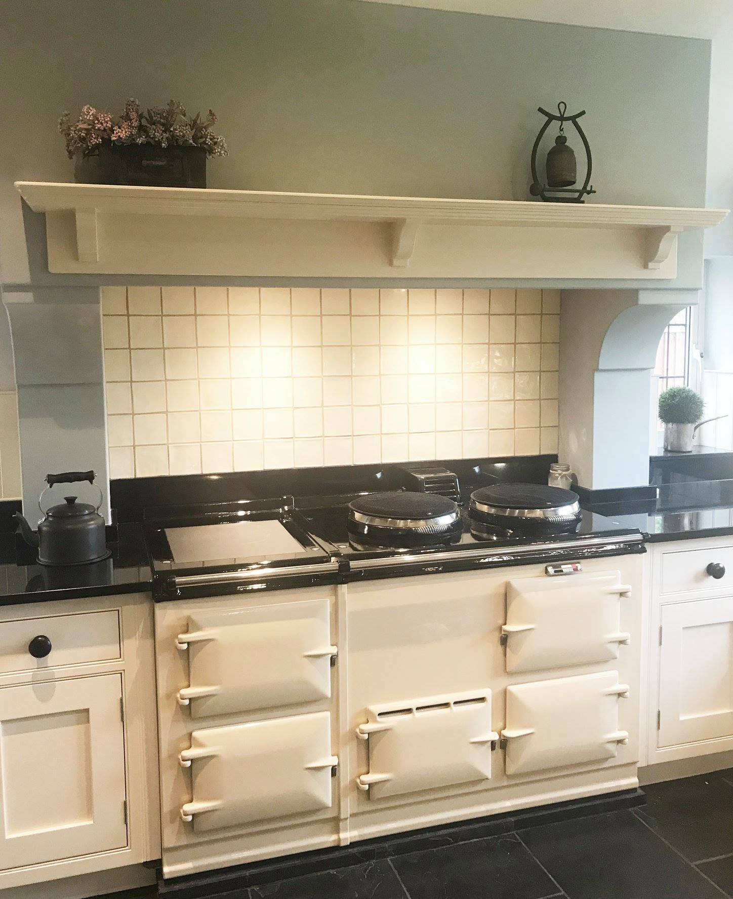 Cream 4 oven Aga range cooker