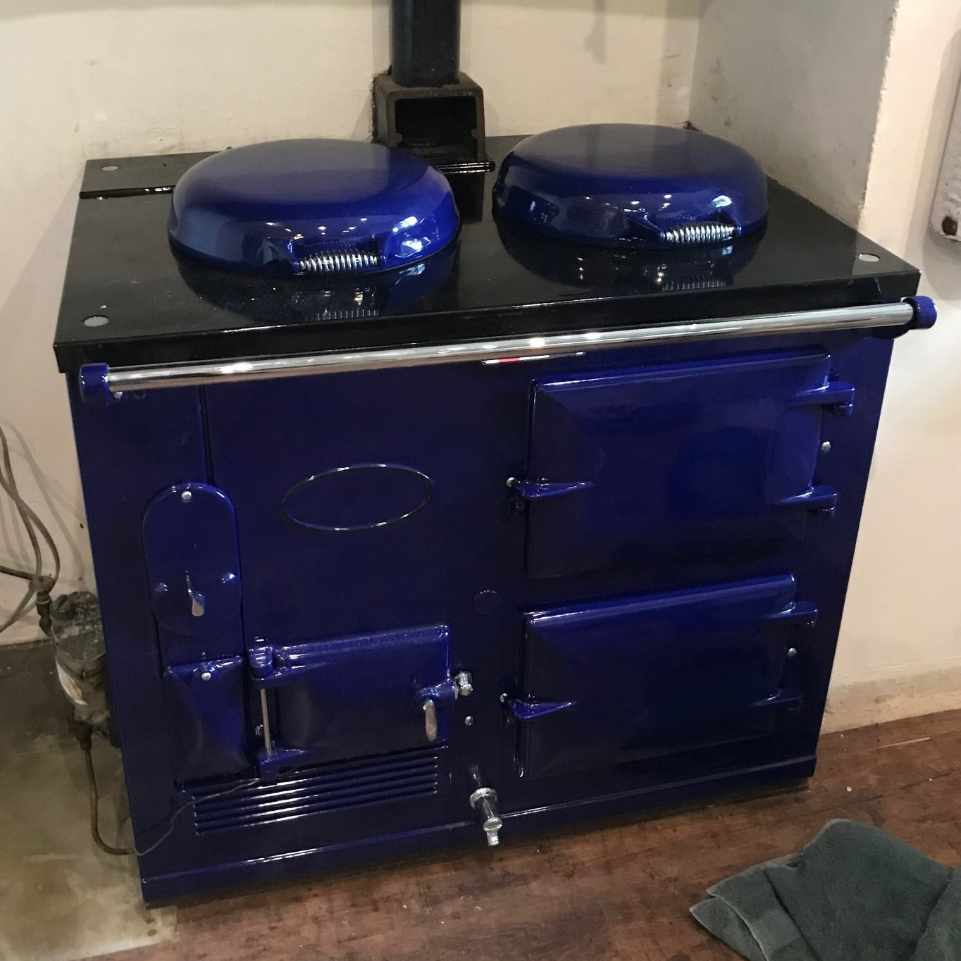 Re-enamelled royal blue 'Standard' Aga range cooker