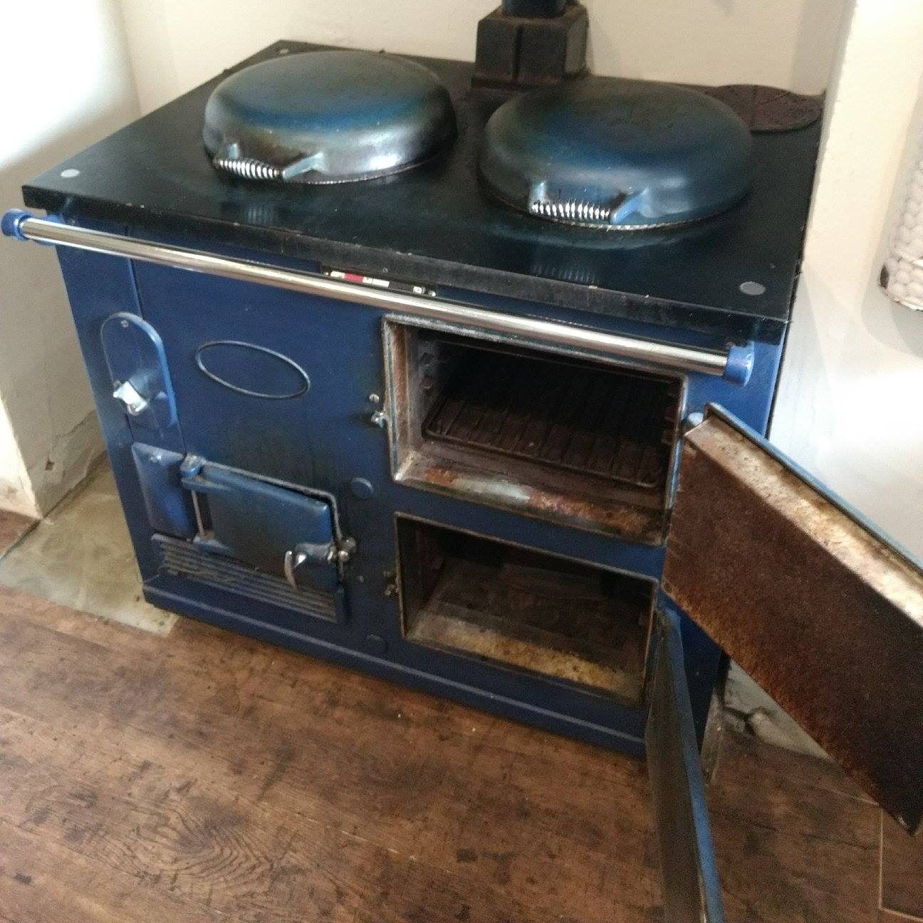 Oxford blue 'Standard' Aga range cooker