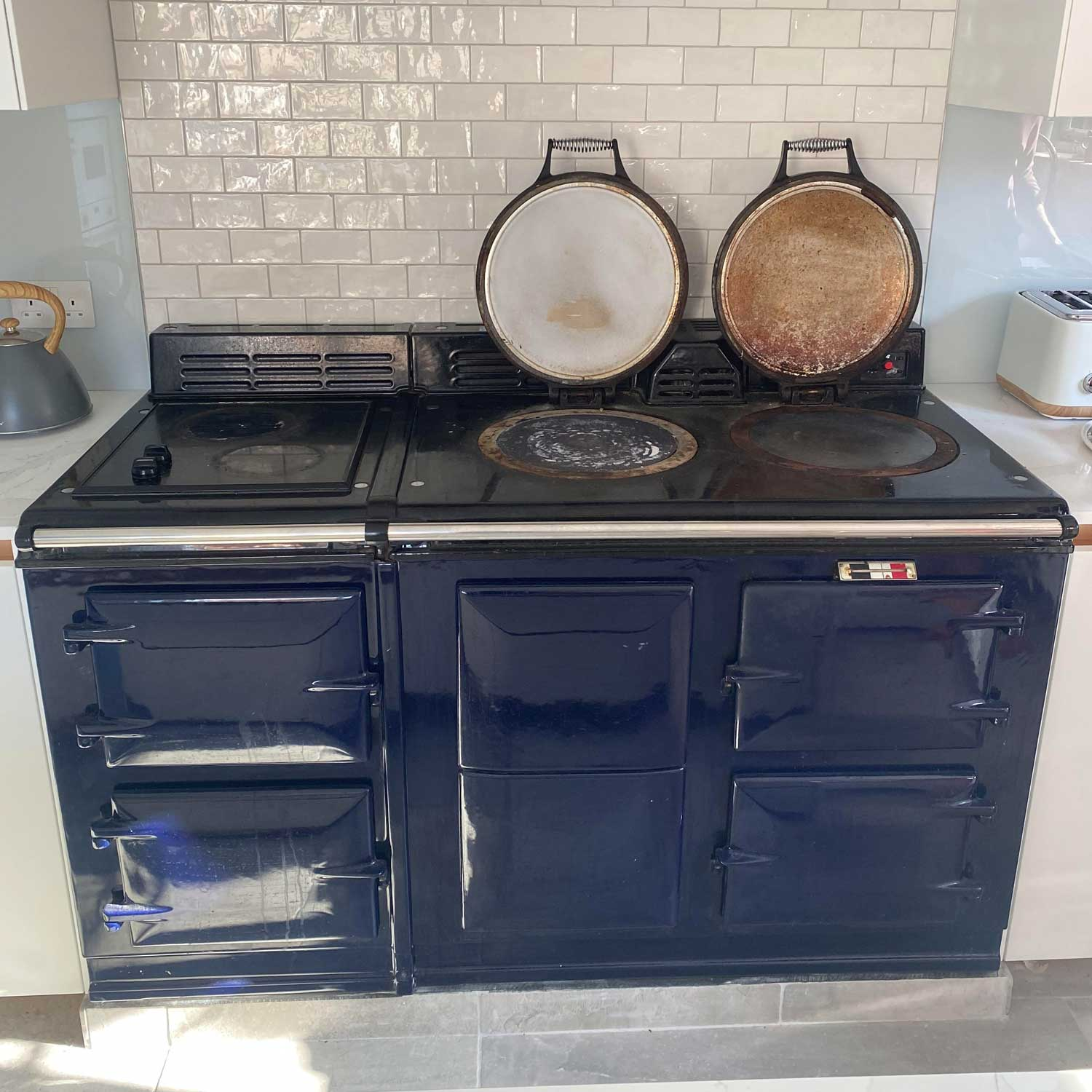 How to move an Aga range cooker