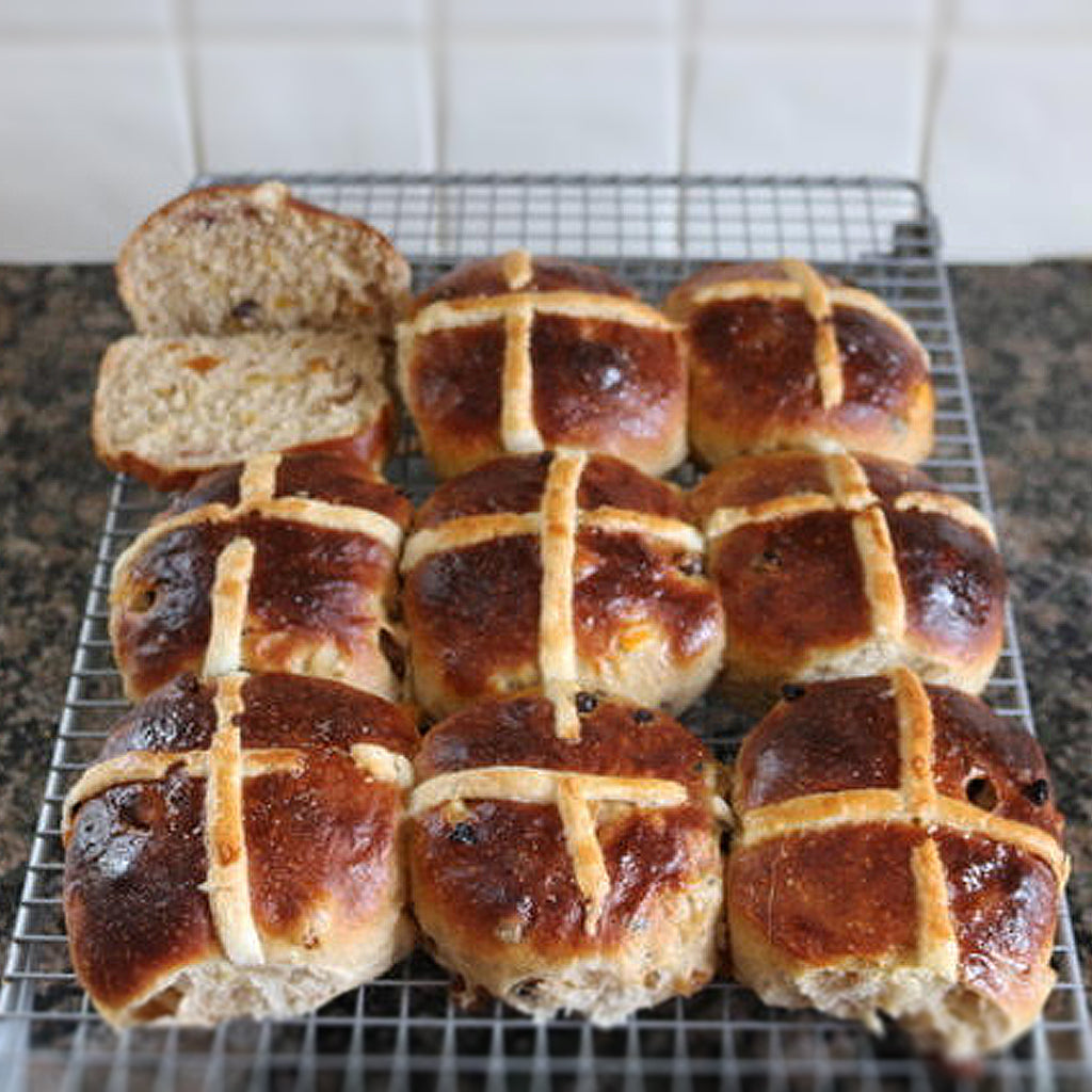 How to cook hot cross buns in an Aga range cooker the ultimate guide to baking in your aga range cooker