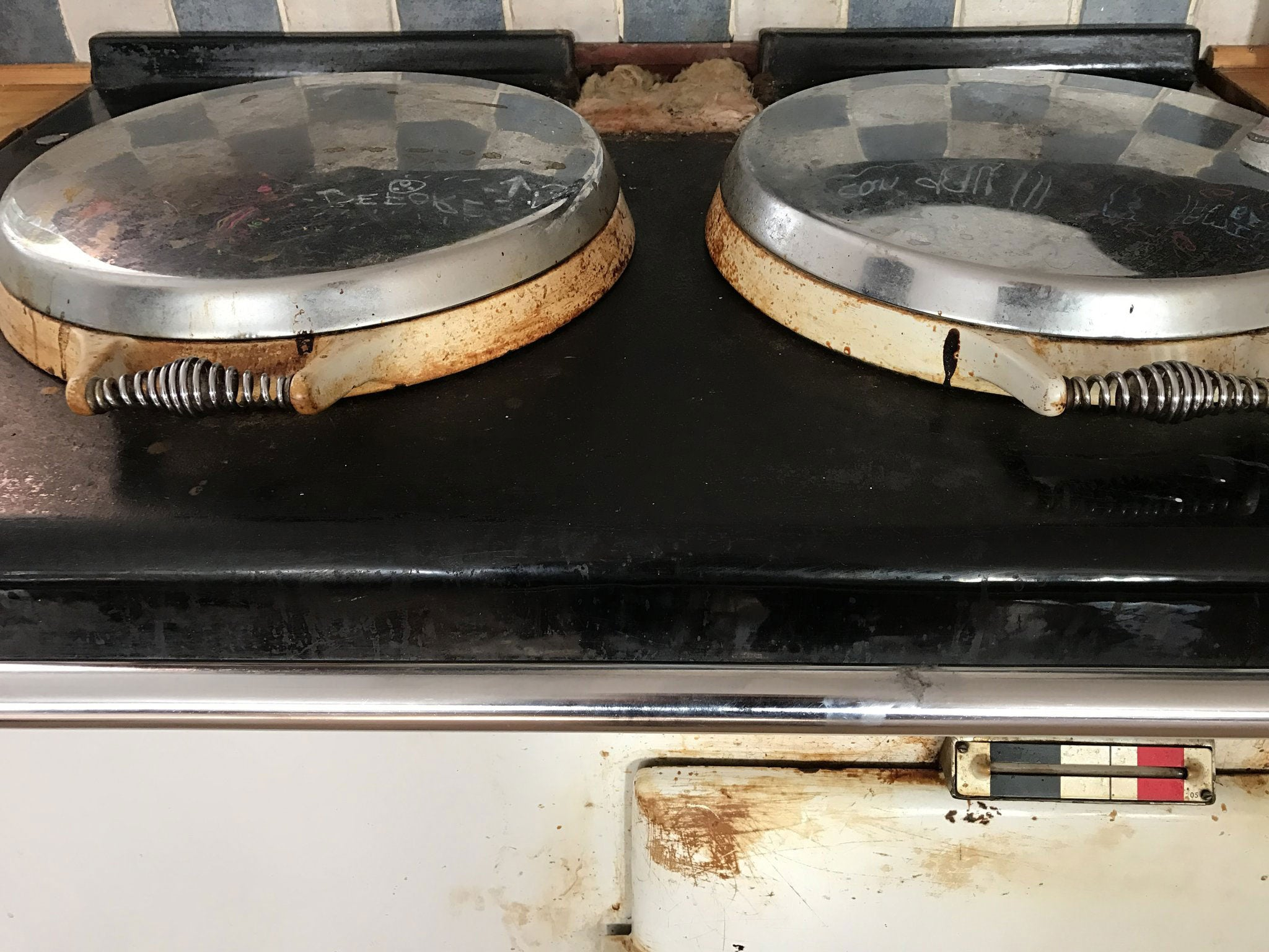 Top of white two oven cooker