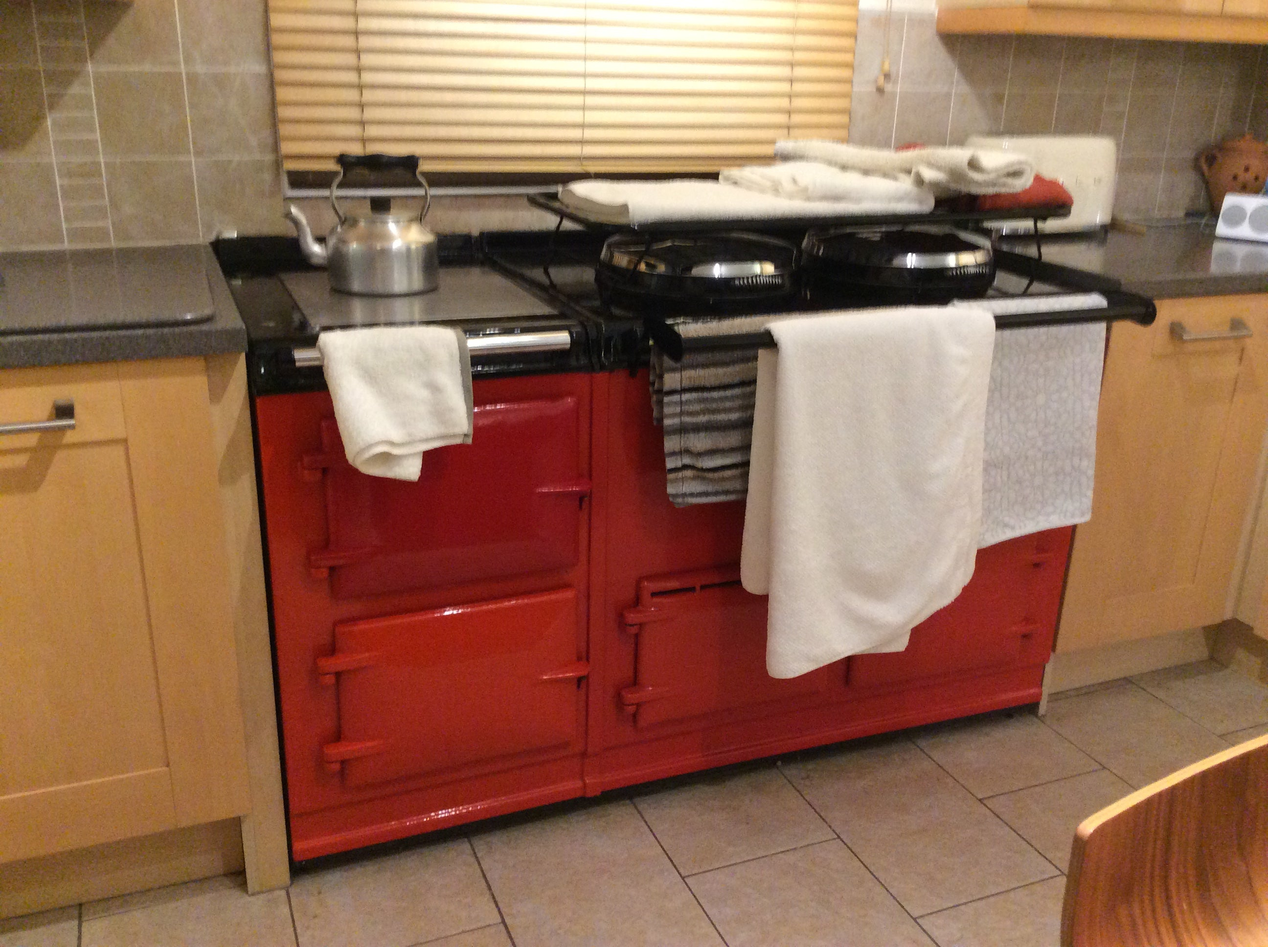 Red range cooker drying rack and rail shown