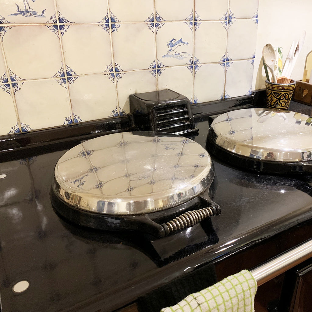 how do you clean and Aga range cooker -  Blake and bull UK kitchen ware, cookware, textiles, bakeware laundry racks & drying racks, linens, refurbishment services,  spares, cleaning,  re-enamelling, recipes, baking trays, baking tins, baking goods for range cookers