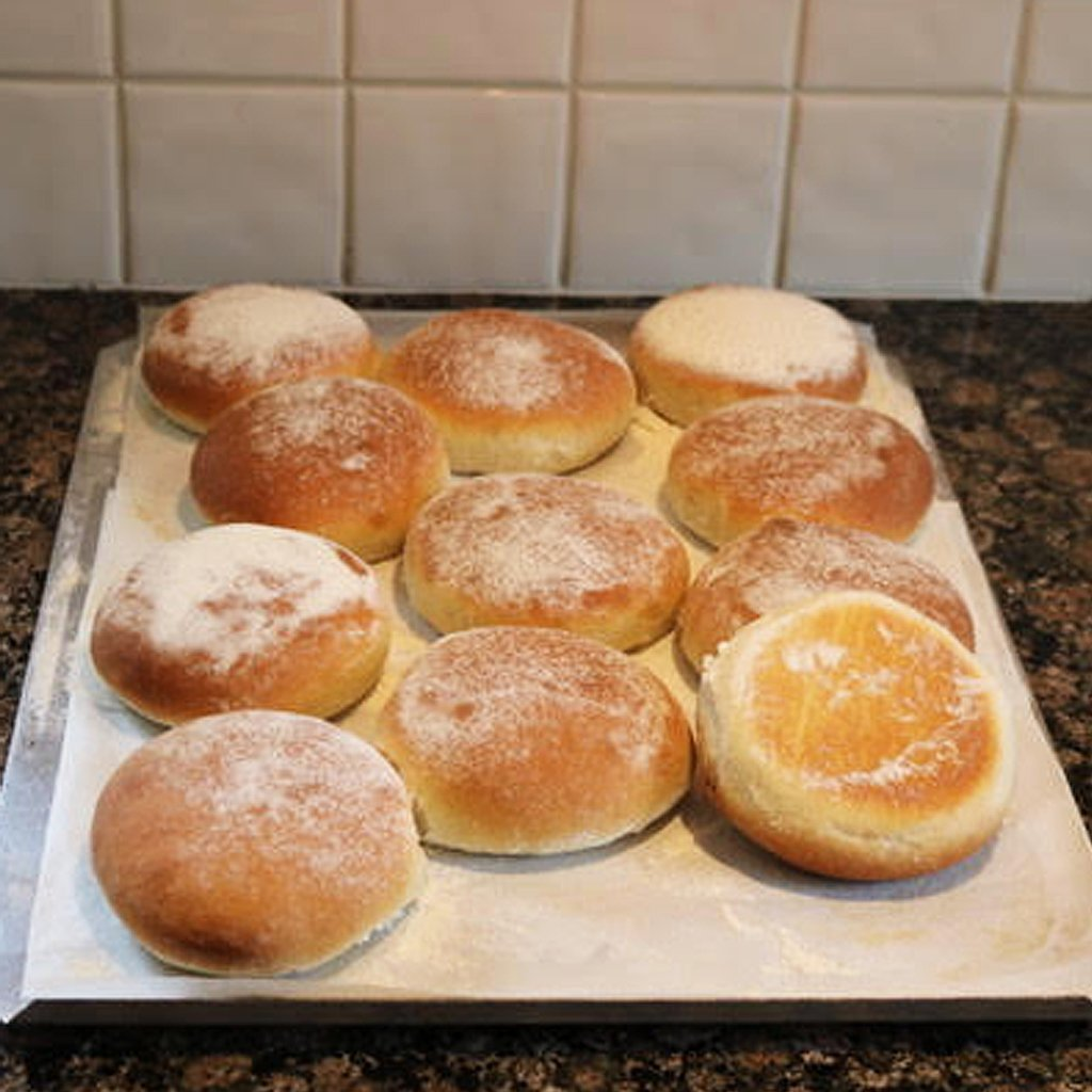 How to cook soft bread burger baps rolls in an aga range cooker