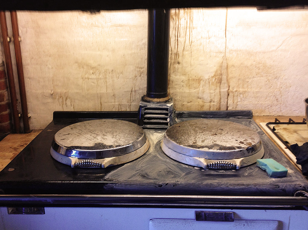 How to safely clean an aga range cooker