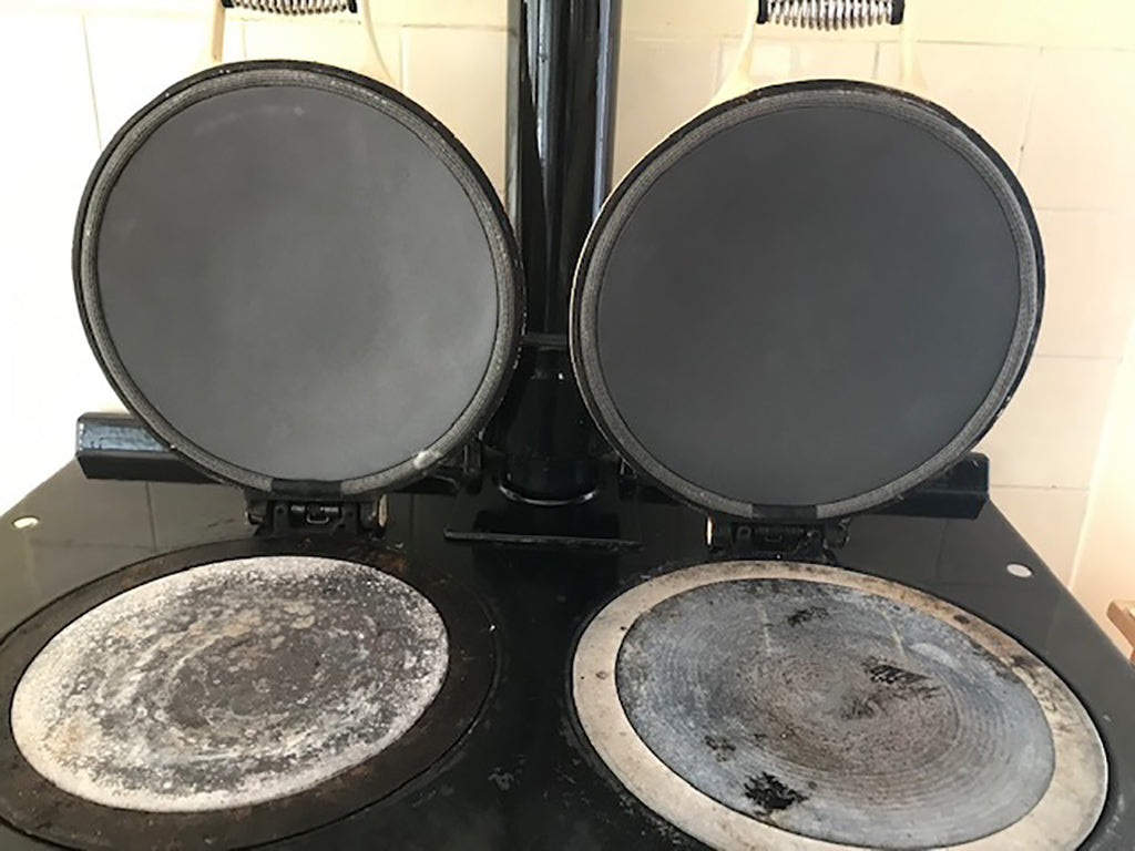 Non stick lid liners suitable for use on Aga range cookers