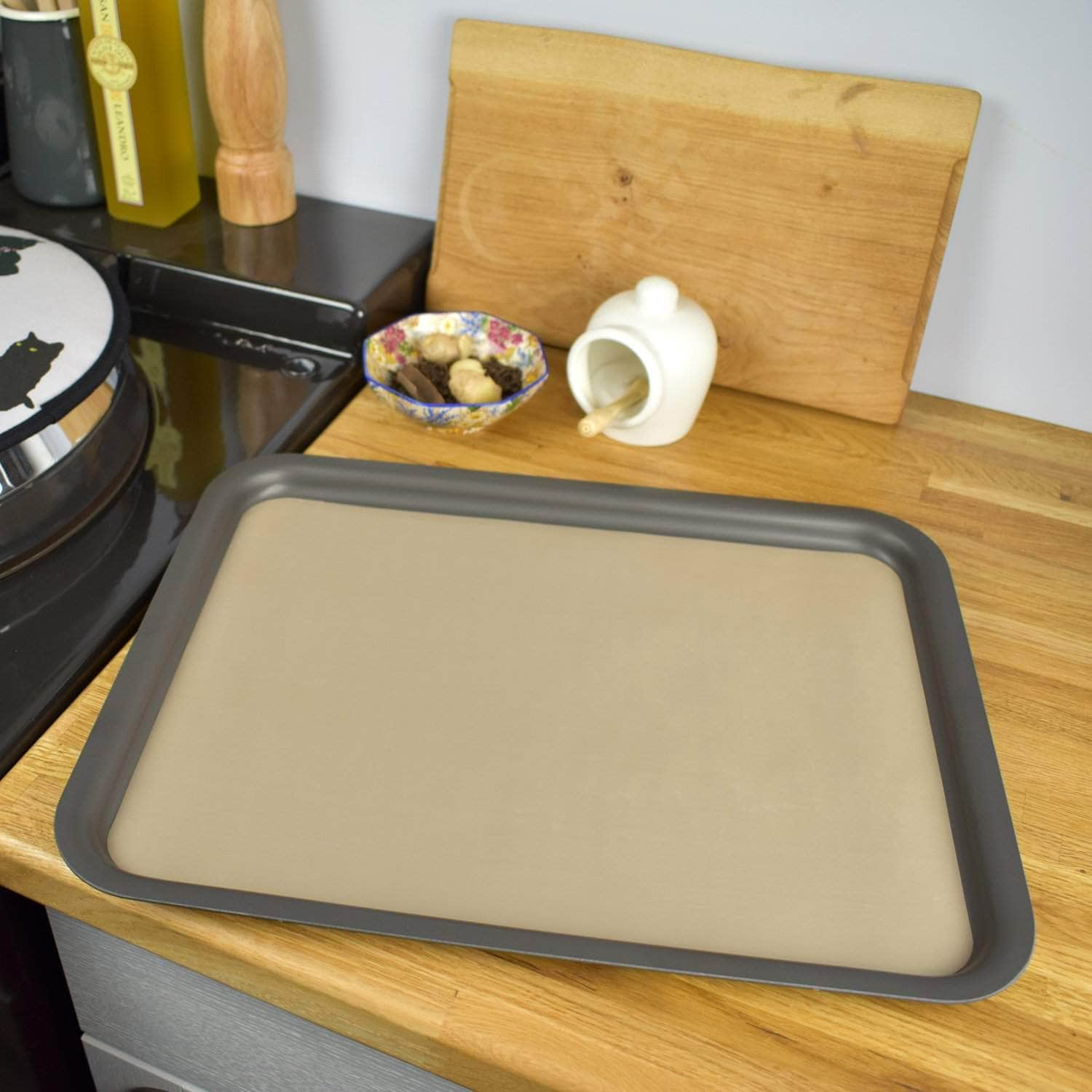Non-stick liner for 'full oven' size baking tray or cold shelf