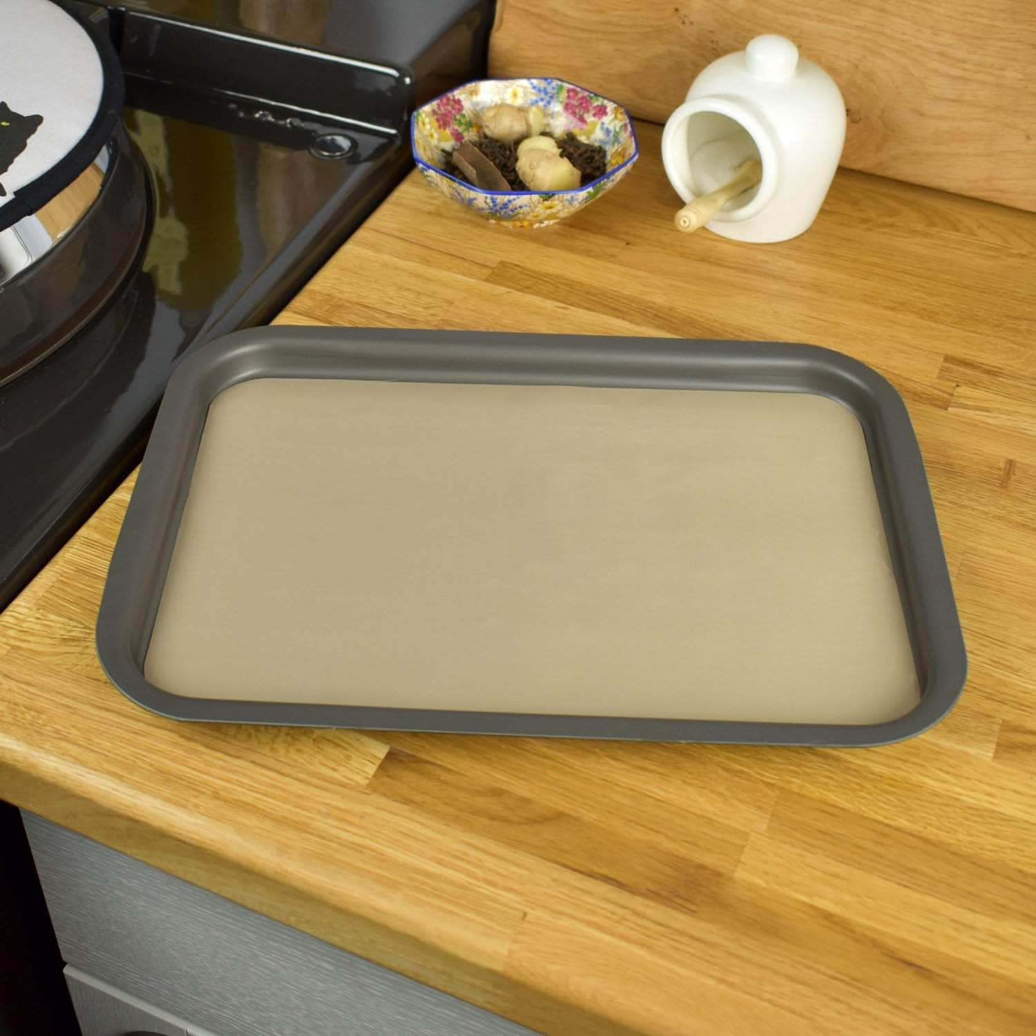 Non-stick liner for 'half oven' size baking tray