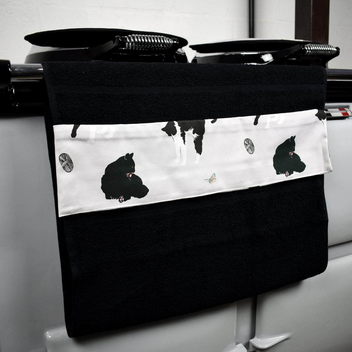 Wide (51 cm) hanging towel with velcro attachment - 'Cats'