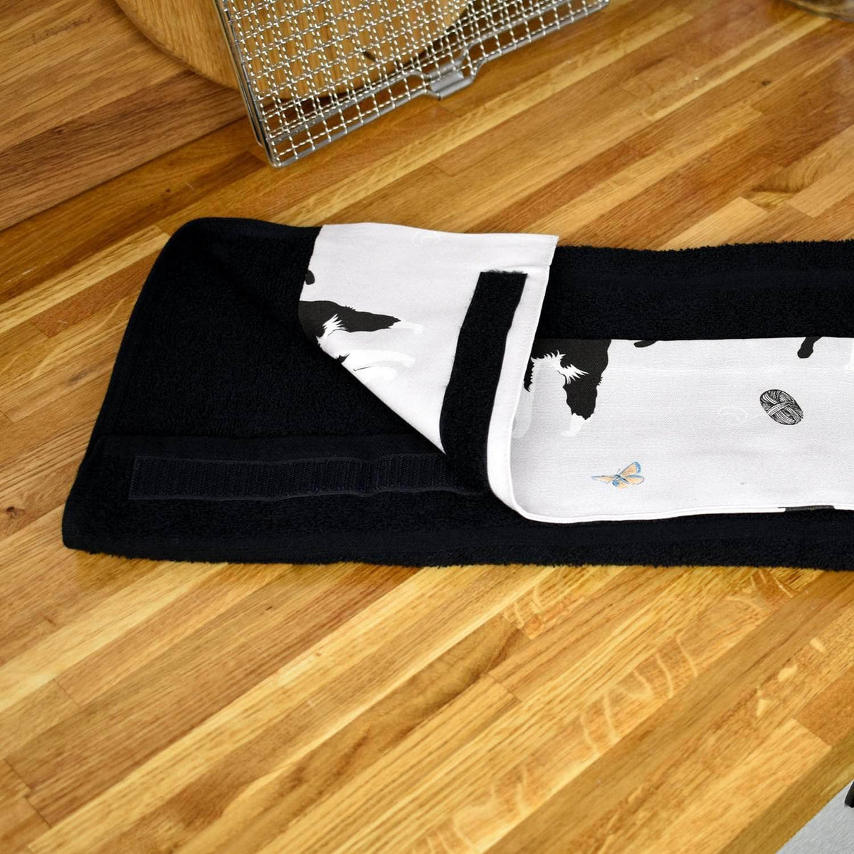 *New* Narrow (32 cm) hanging towel with velcro attachment - 'Cats'