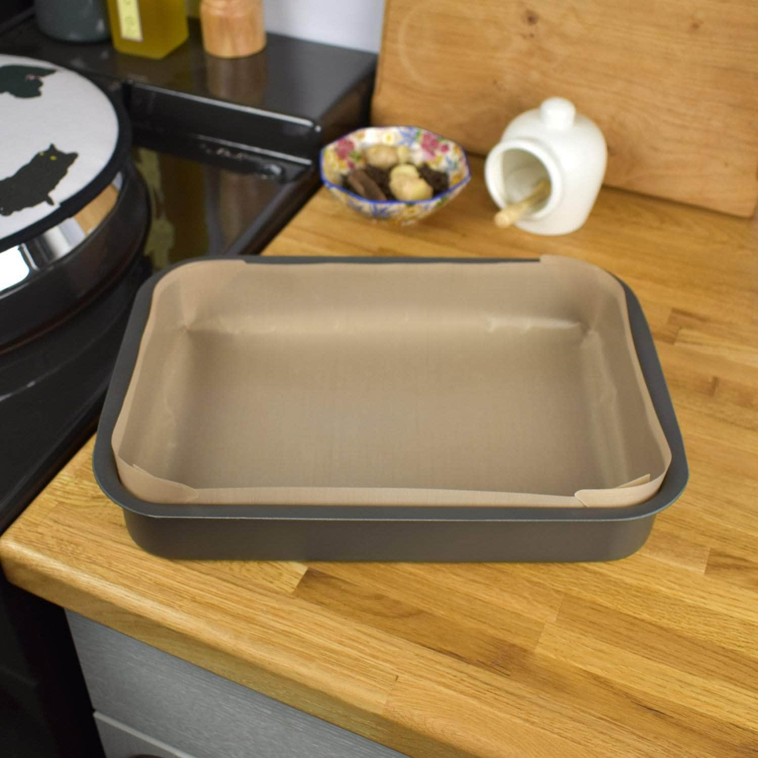 Non-stick liner for 'half oven' size roasting tin