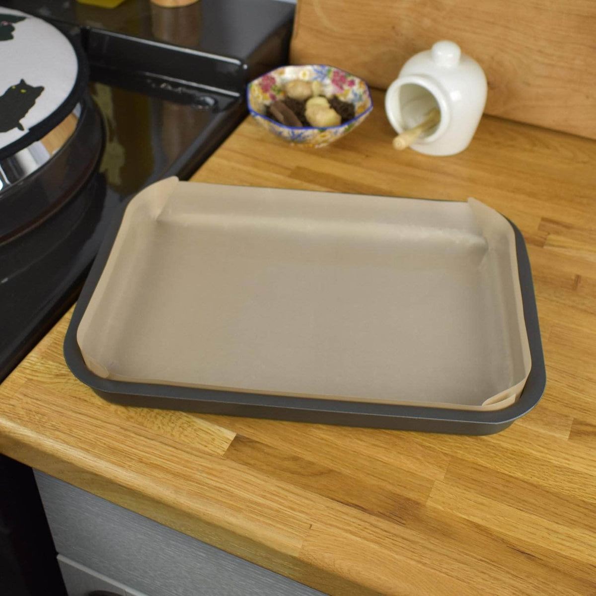Non-stick liner for 'half oven' size tray bake